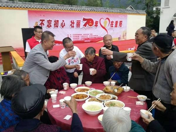 什邡市红白镇这场坝坝宴 来了近200位耄耋老人