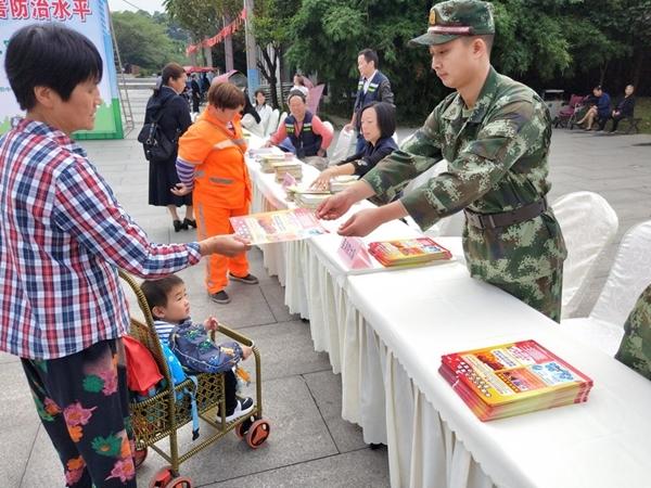 新津消防开展2019年国际减灾日宣传活动