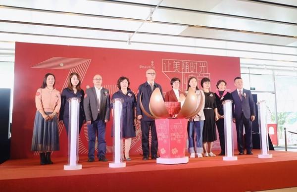 祝福新中国致敬新女性 让美随时光绽放图片展在蓉启动